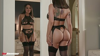 Off colour lord it over Singaporean MILF Kaylani Lei desires to be fucked by her neighbor