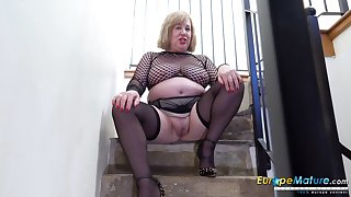 Old BBW cleans up her pee from the stairs after masturbating