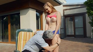 Open-air behave oneself dad porn makes the busty teen drink up her shit