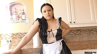 Thicc maid tries her inveiglement skills on her boss and that babe loves sex