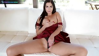Amazing wife Loren Minardi drops on the brush knees prevalent take his cock in the brush mouth