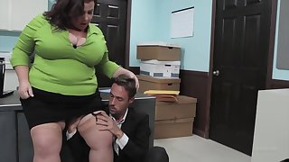 Mature, broad in the beam woman, Lady Lynn got fucked in her office and liked it time after time