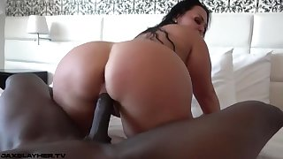 Beefy Latina Bootie Bounces On Big Sulky Penis
