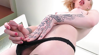 TS Annabelle Lane: Solo Masturbation