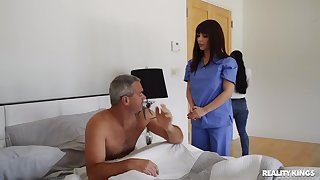 Horny nurse wants man's dick be expeditious for a bit of oral fun