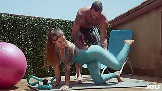 Fitness dame Kali Roses gets messy facial after crazy copulation with her personal crammer