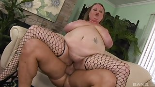 Bonking between a large dick dude and a fat amateur Sienna Hills